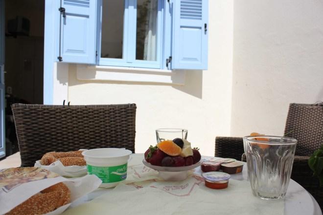 Petit déj à Santorini
