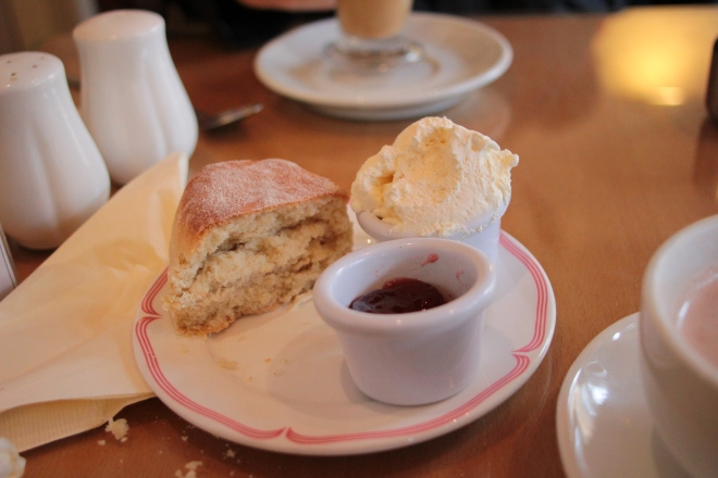scones cream jam breakfast
